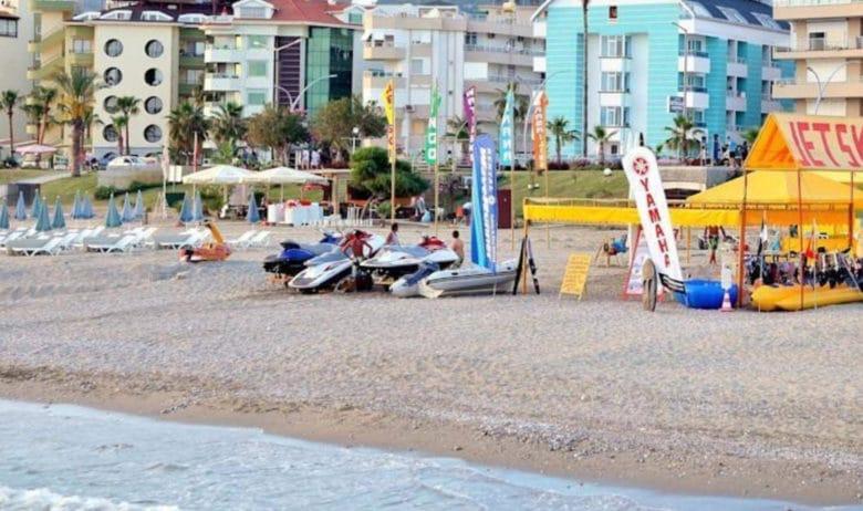 Пляж в поселке Обагель в Турции